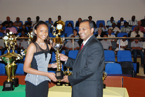 Chelsea Edghill receives the junior sportswoman of the year award from Sport Minister