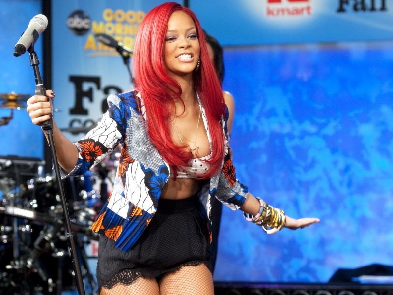 Rihanna-on-stage