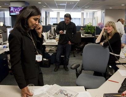 Nikki Kahn with colleague Carol Guzy & Ricky Carioti