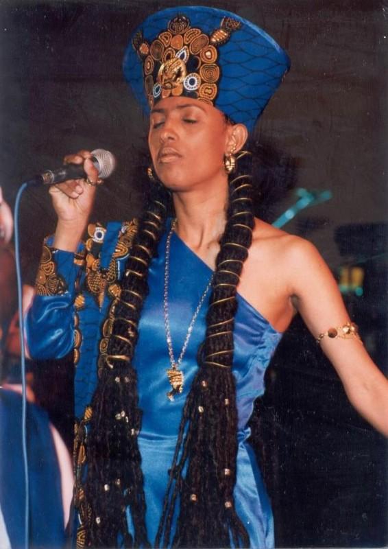 Reggae Queen, Donna