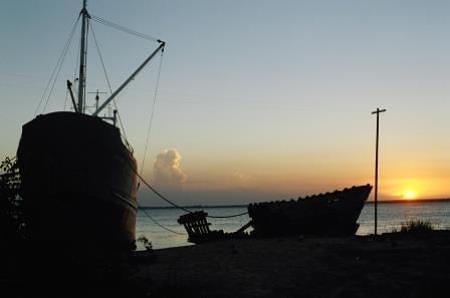 Sunset at the water's edge; Wakenaam